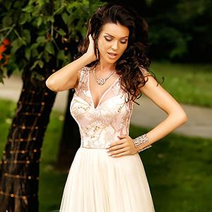 Alege o rochie de ocazie din dantela pentru o aparitie re...