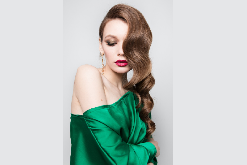 Cu ce poti asorta o rochie smarald