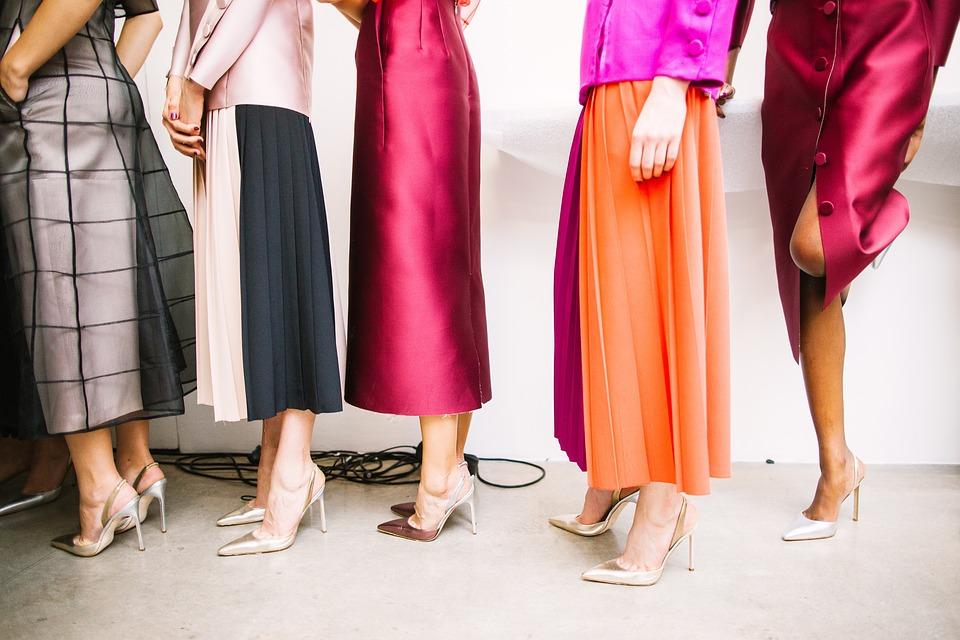 Asortarea culorilor in vestimentatie - reguli care te tra...