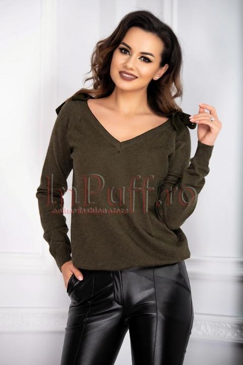 Pulover din tricot verde inchis cu fundite pe umeri