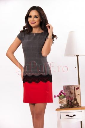 Rochie eleganta accesorizata cu dantela neagra