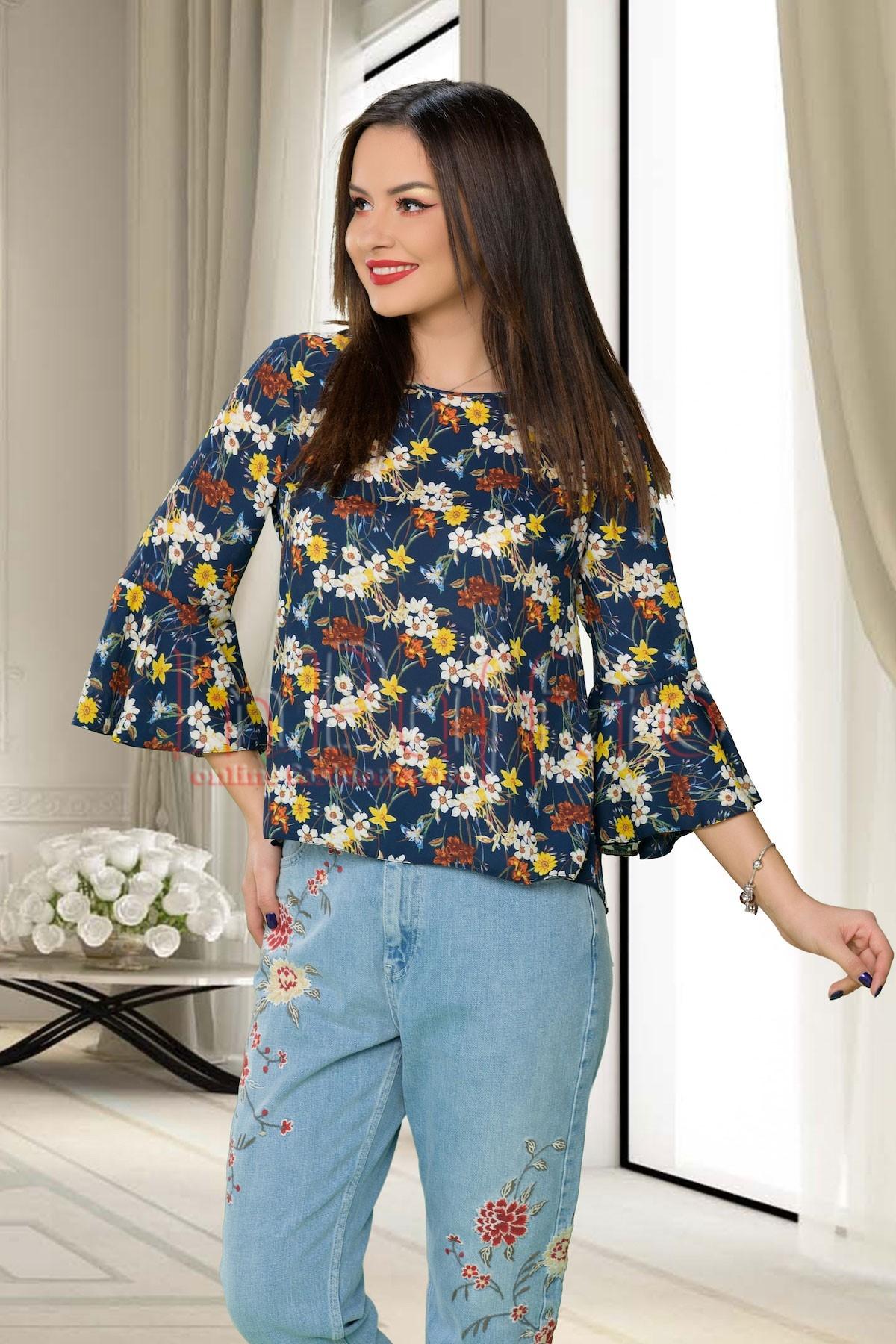 Bluza lejera bleumarin cu imprimeu floral colorat