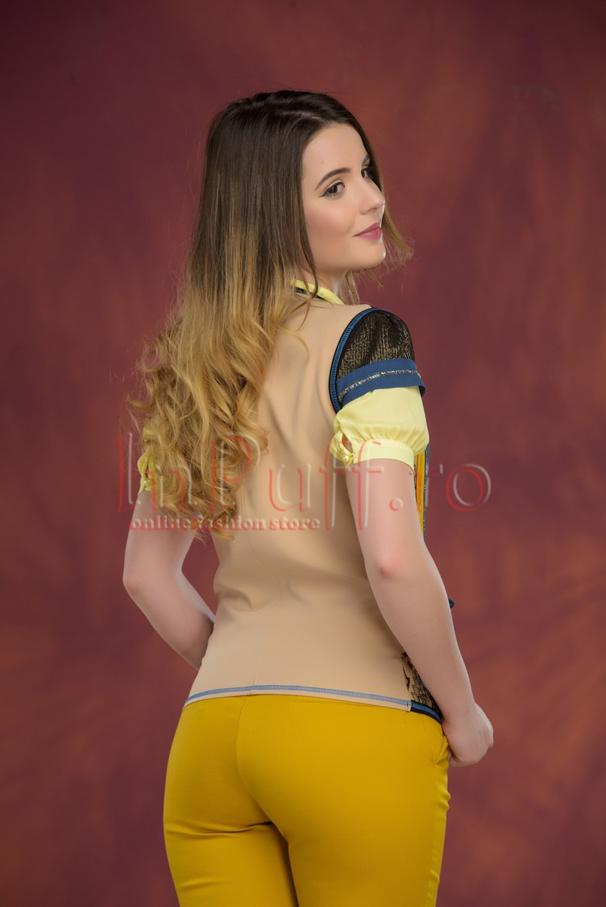 Vesta Venezia colorata cu fir auriu