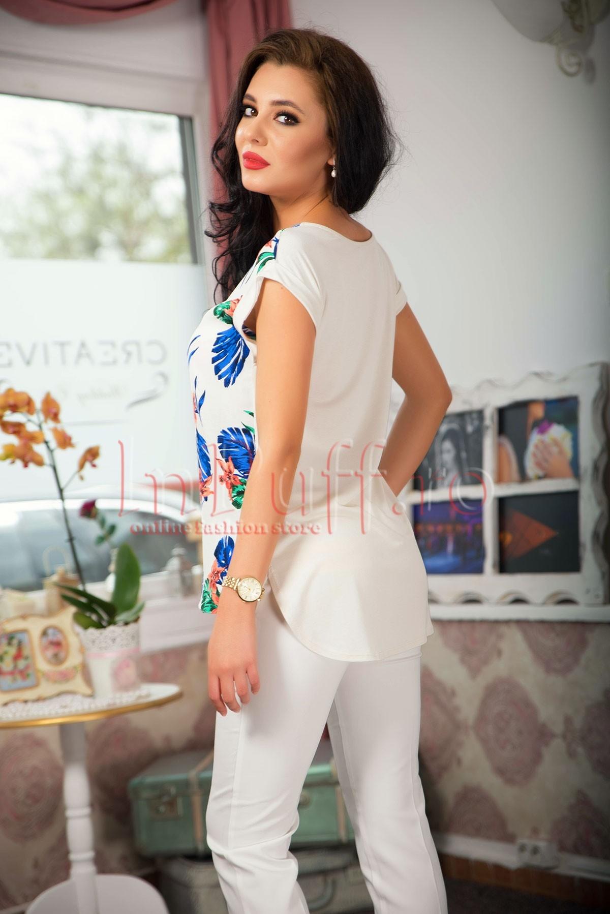 Tricou alb dama cu imprimeu colorat