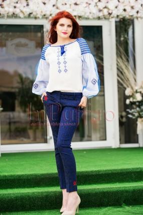 Pantaloni bleumarin din brocard cu trandafiri rosii brodati