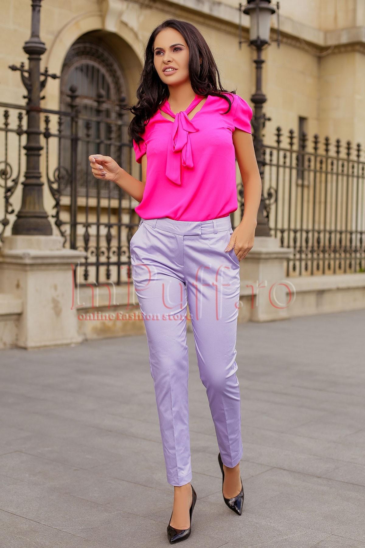Pantaloni lila conici