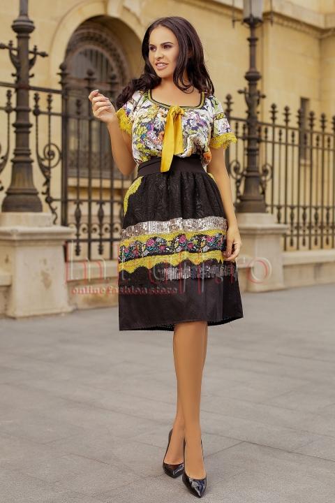 Fusta din dantela neagra cu paiete aurii si imprimeu floral colorat