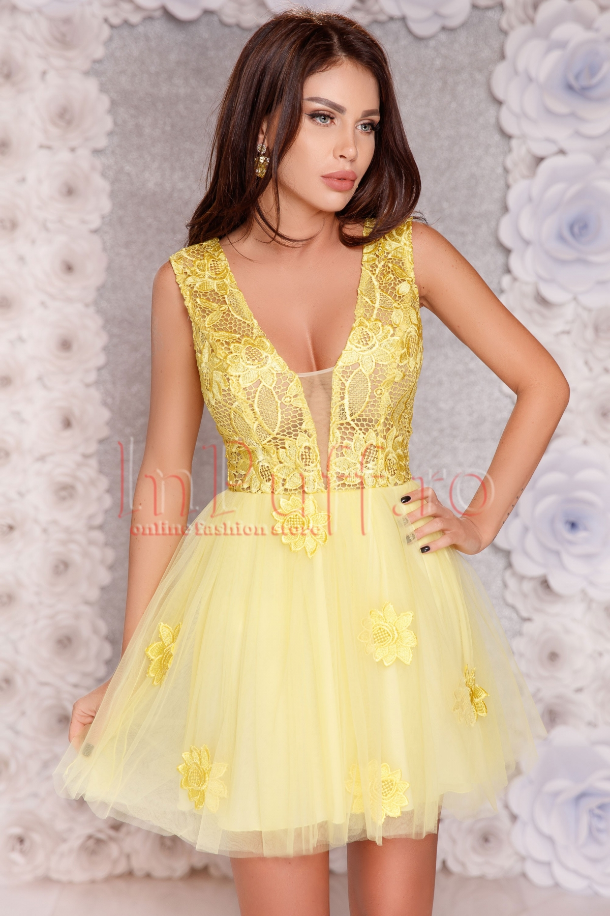 Rochie Atmosphere baby-doll galbena cu tul si broderie
