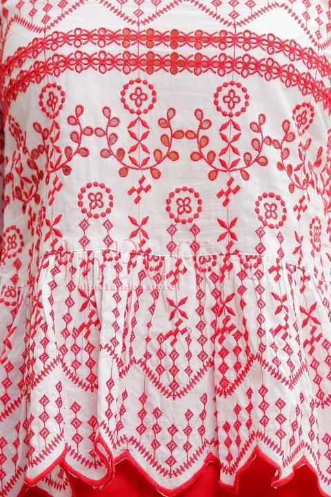 Bluza alba cu broderie rosie si maneci tip clopot