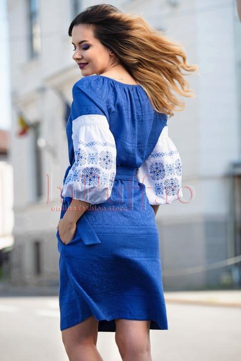 Rochie Effect lejera albastra cu maneci brodate