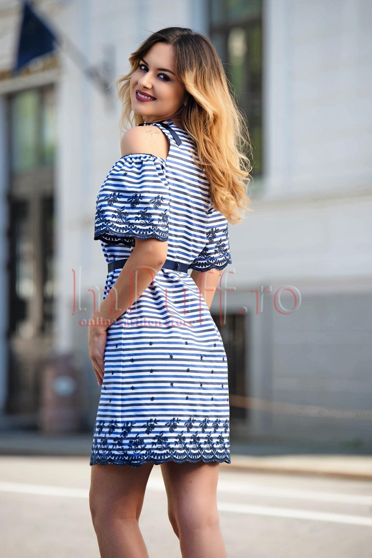Rochie de zi cu dungi si broderie bleumarin