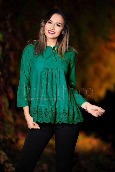 Bluza verde cu maneci trei sferturi si broderie