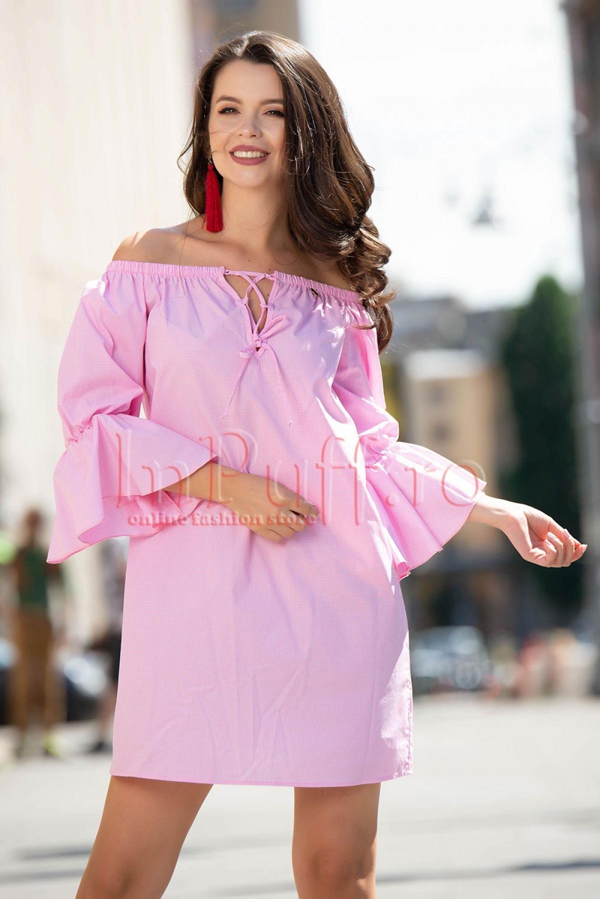 Rochie Pretty Girl scurta roz cu volanas la maneci
