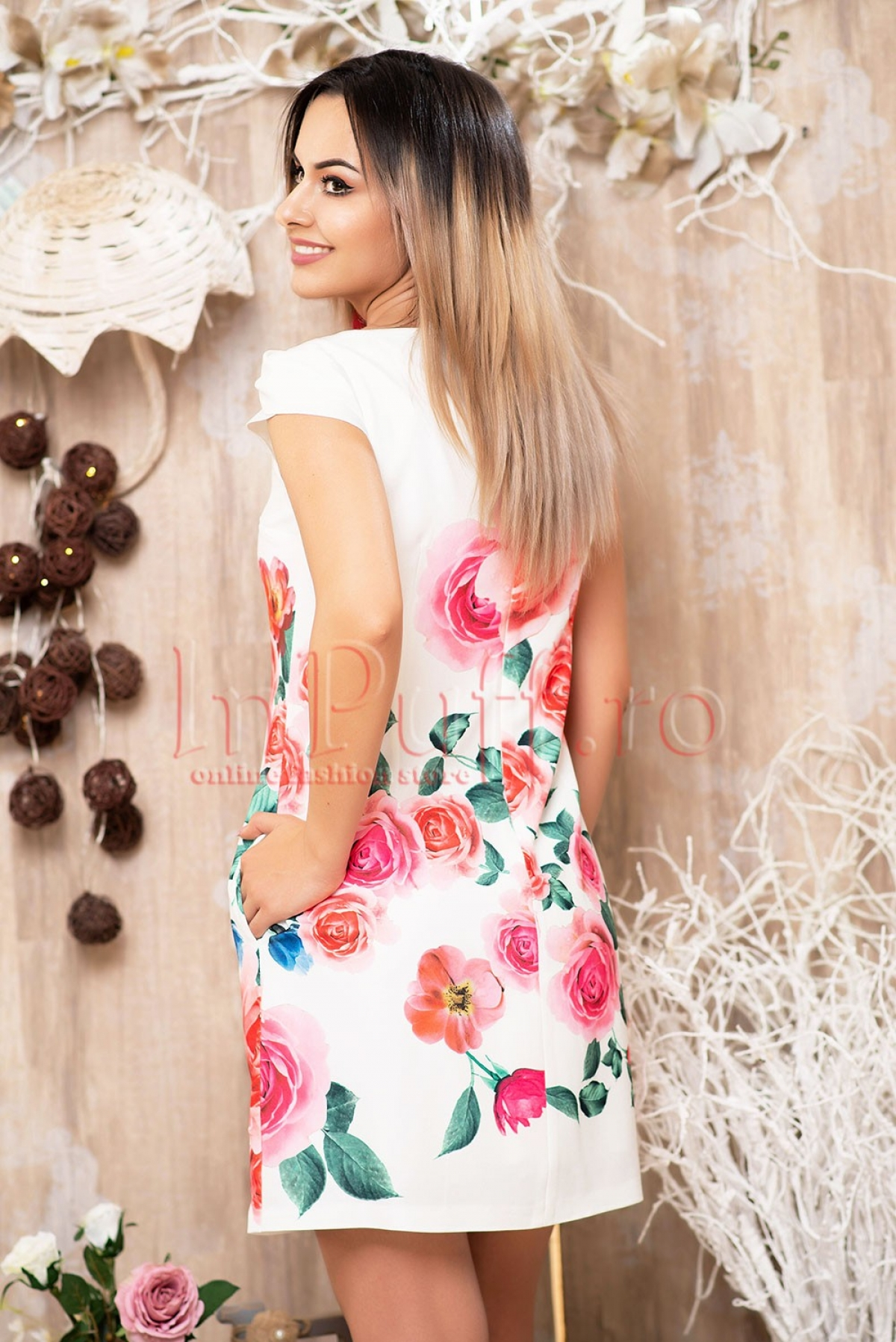 Rochie MBG alba cu imprimeu trandafiri