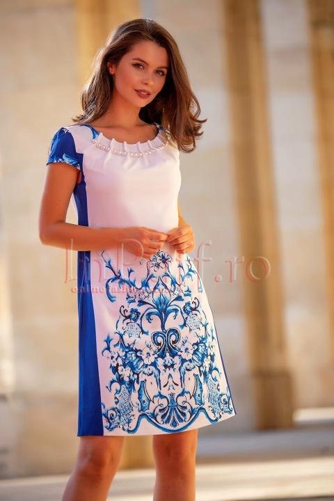 Rochie MBG eleganta alba cu imprimeu albastru si perle