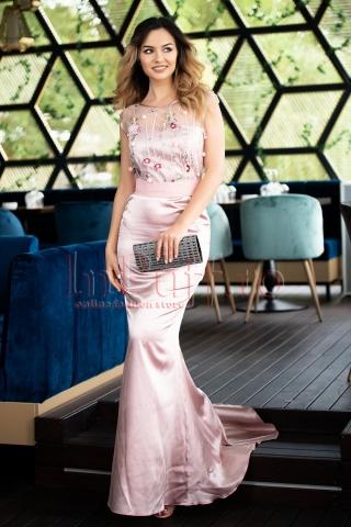 Rochie Pretty Girl lunga roz din saten cu aplicatii 3D