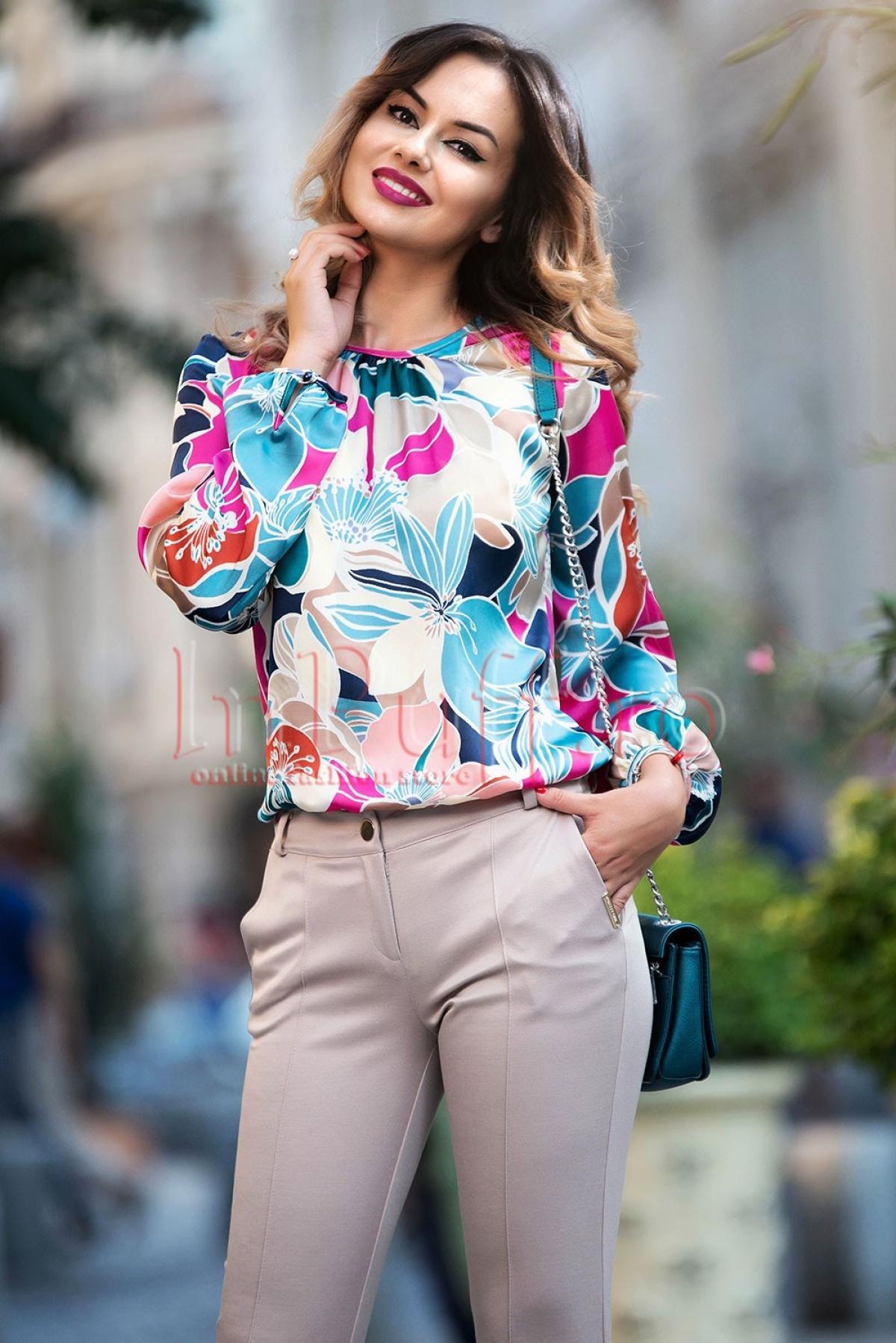 Bluza lejera Pretty Girl din saten cu imprimeu floral