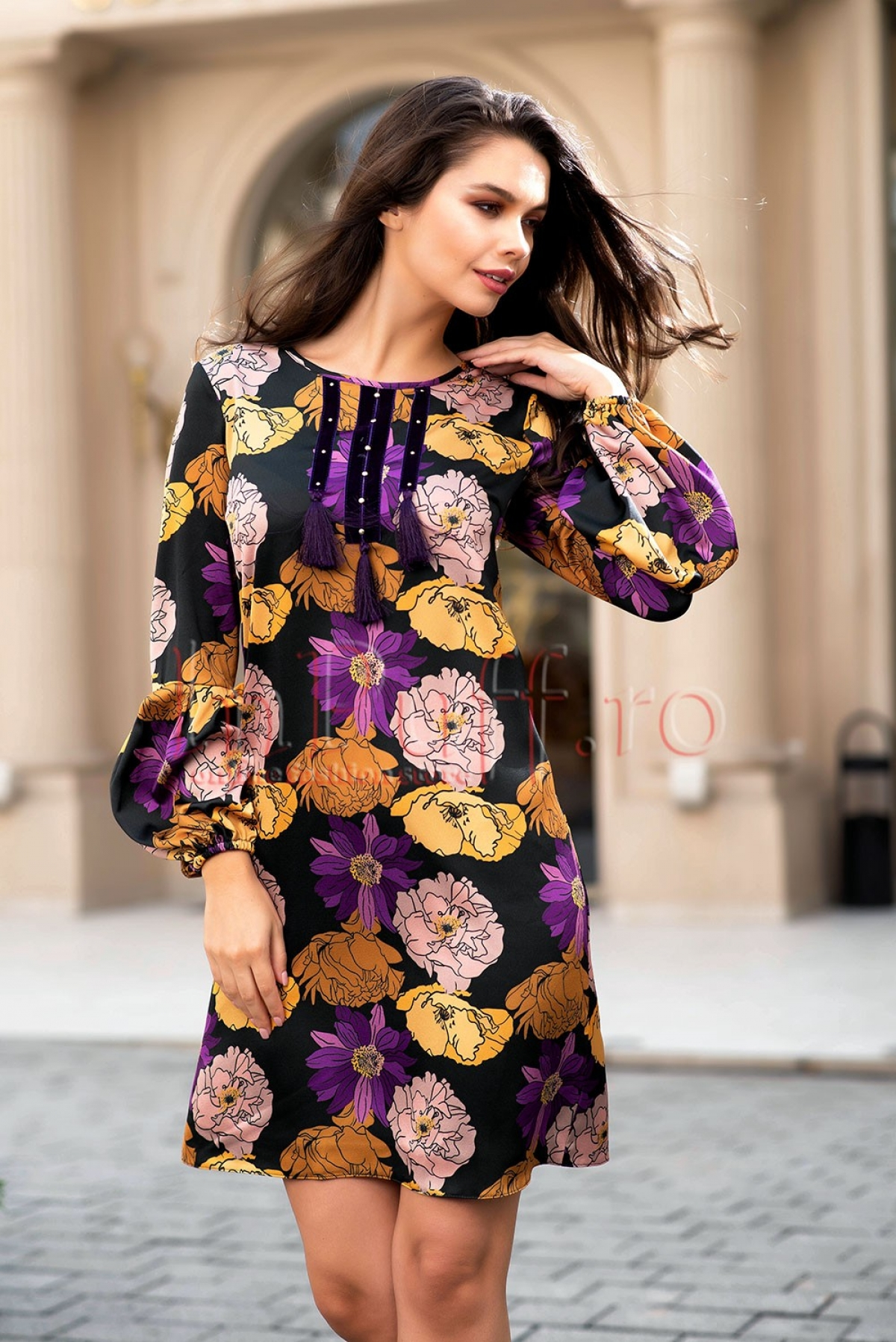 Rochie neagra sofisticata din voal cu imprimeu floral