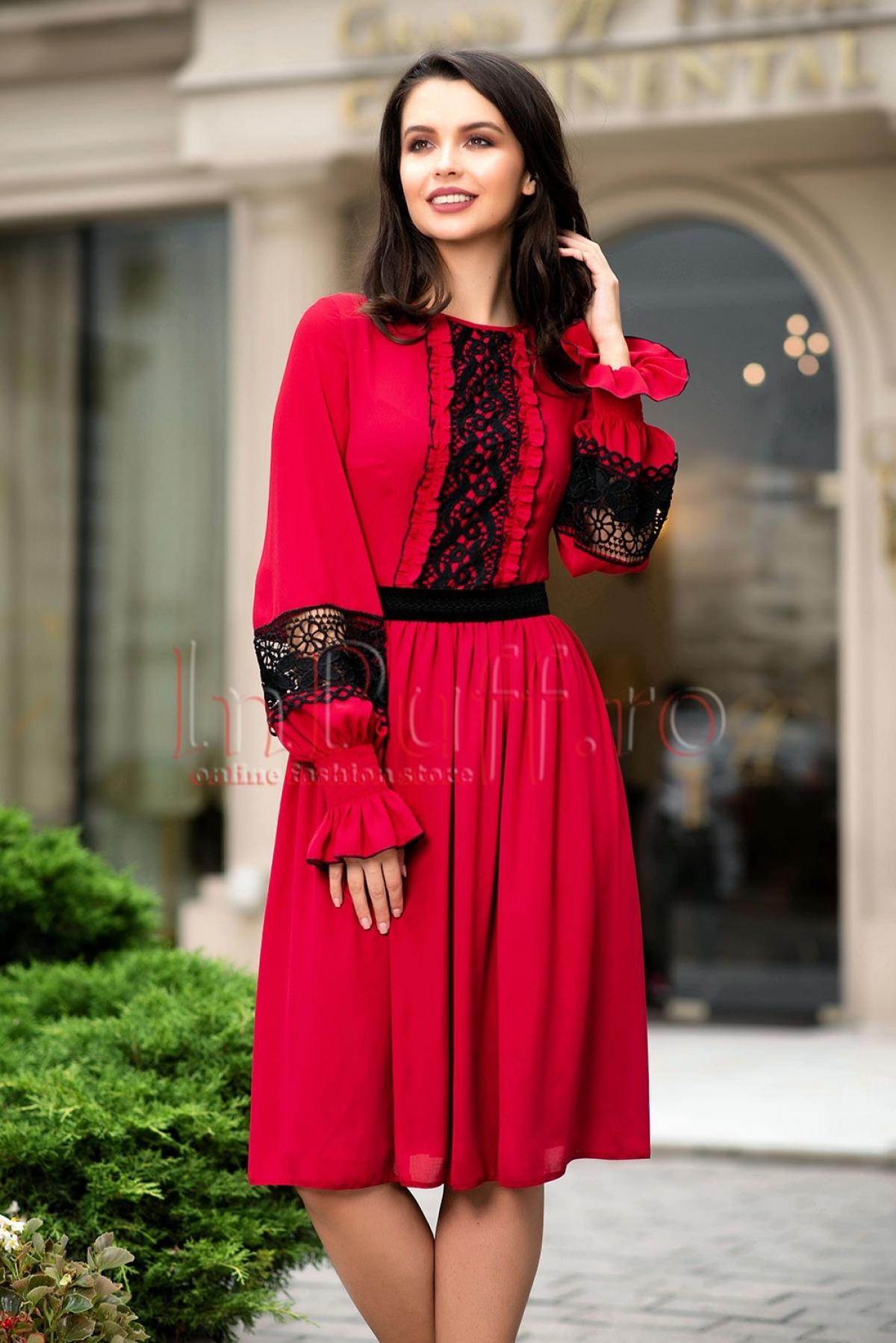 Rochie din voal rosu cu broderie neagra