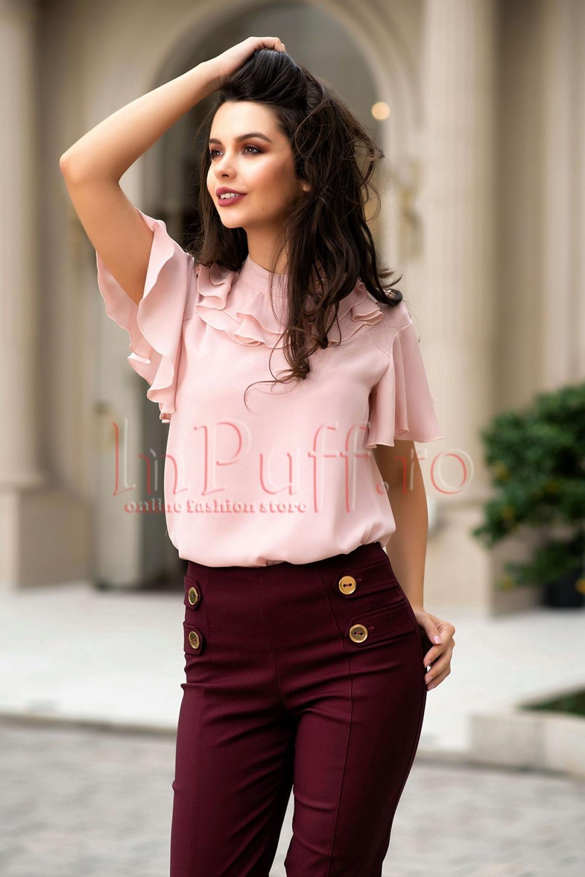 Bluza roz pudrat din voal cu volane