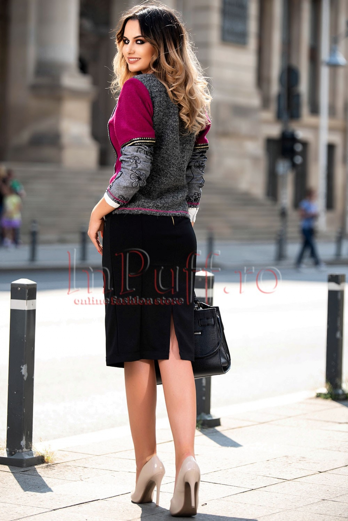 Jacheta brodata fucsia din lana