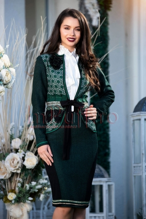Jacheta verde eleganta cu motive traditionale
