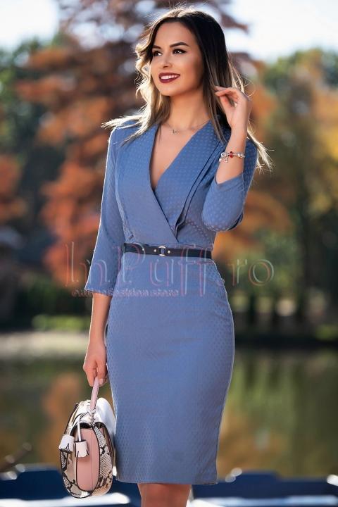 Rochie albastra cu decolteu petrecut