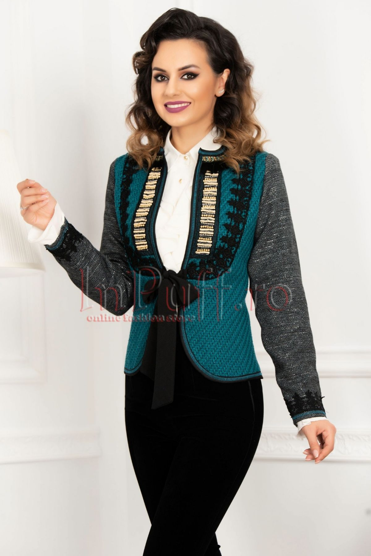 Jacheta albastra cu motive traditionale si broderie