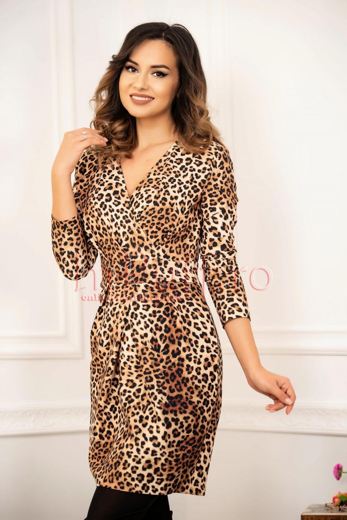 Rochie eleganta animal print din stofa cu decolteu petrecut
