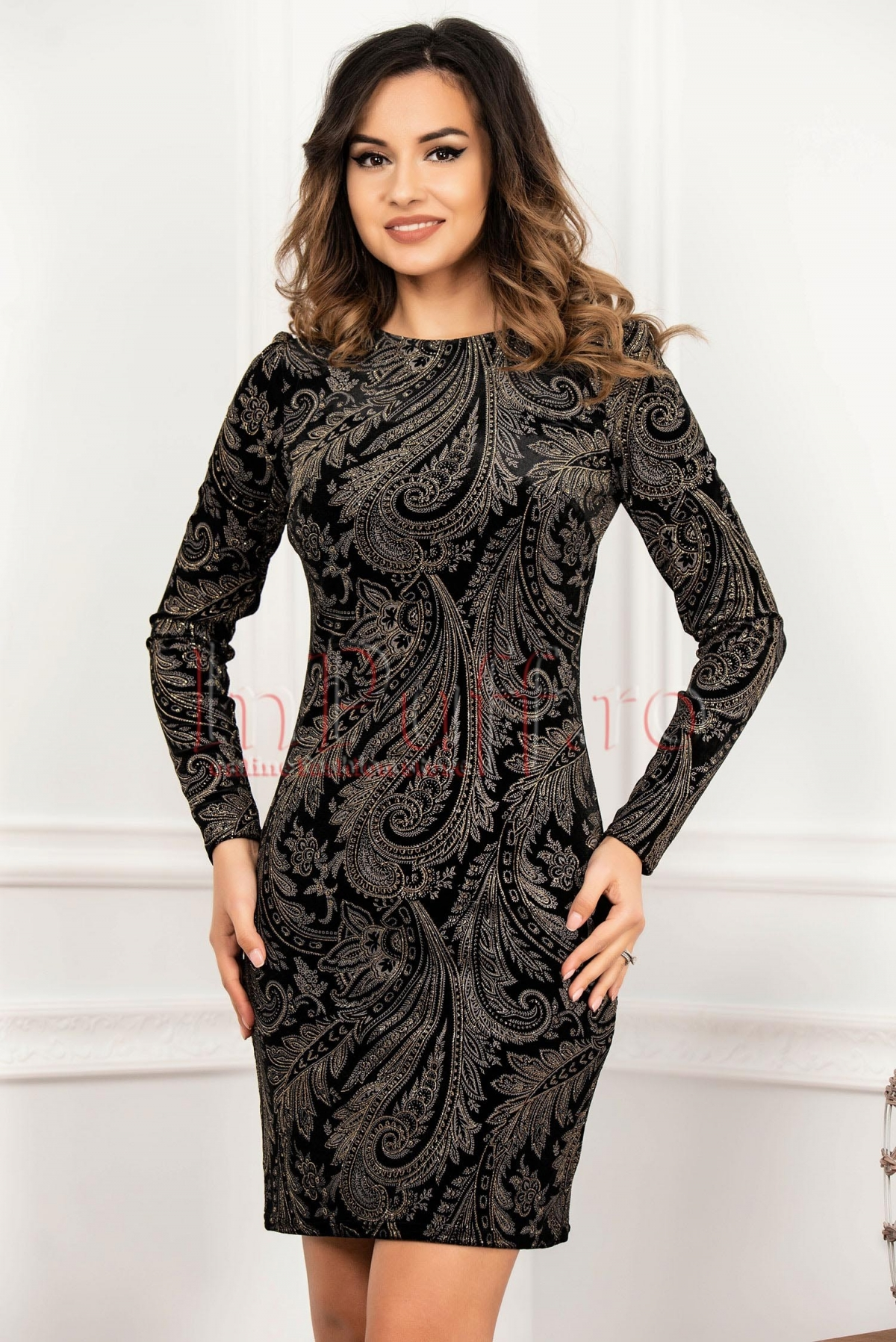 Rochie neagra conica eleganta din catifea cu imprimeu floral