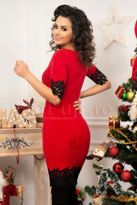 Rochie MBG din tricot rosu cu broderie la maneca si tiv