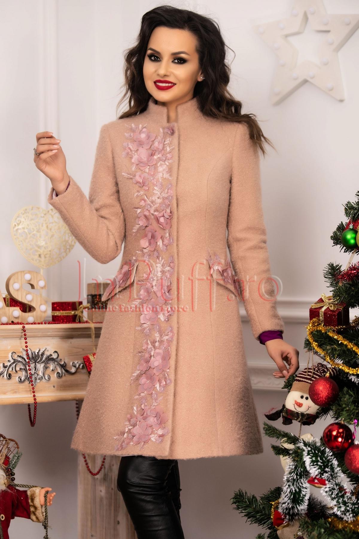Palton elegant din lana roz-pudra cu flori 3D aplicate