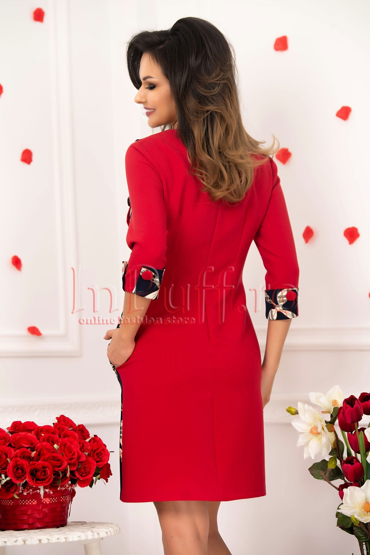 Rochie midi MBG rosie cu imprimeu si nasturi imbracati