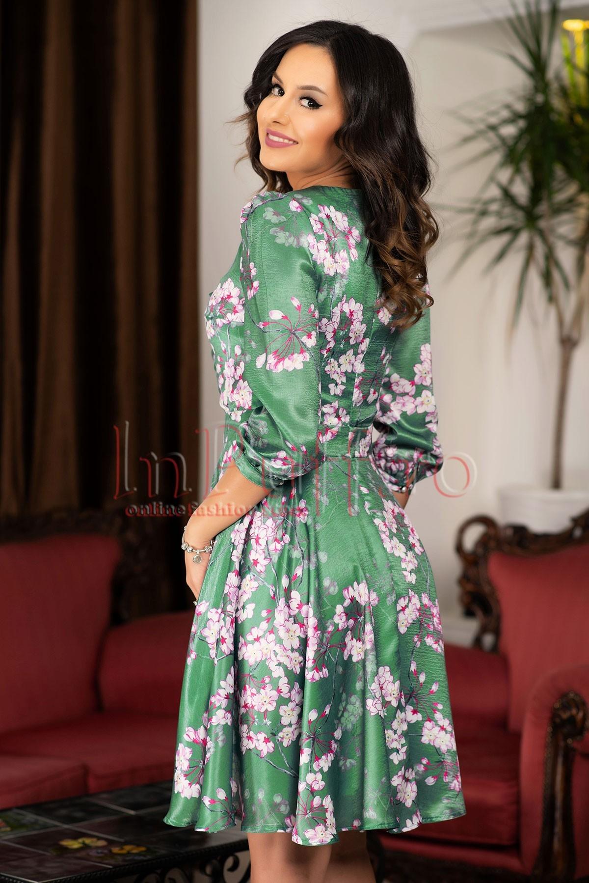 Rochie MBG clos satin verde cu imprimeu floral