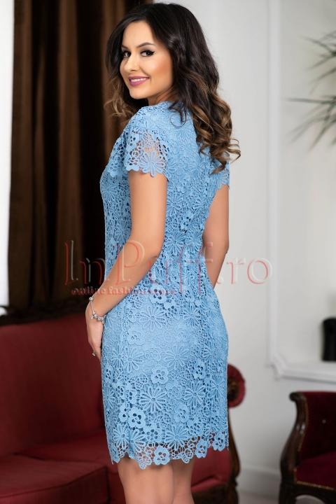 Rochie din broderie bleu cu maneca scurta