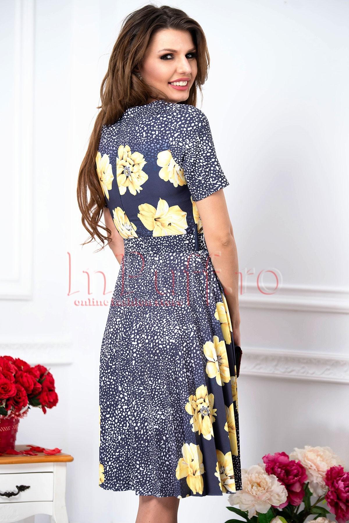 Rochie Fofy bleumarin pliuri cu imprimeu floral galben si buline