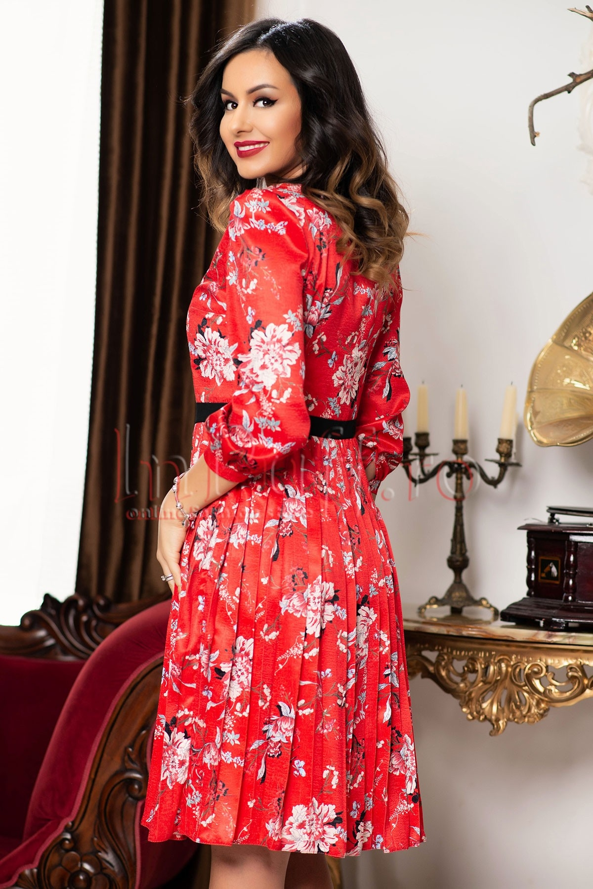 Rochie MBG rosie plisata din satin cu imprimeu floral
