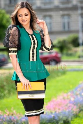 Bluza dama turcoaz cu volanas in zona taliei si maneci scurte bufante din din tul negru