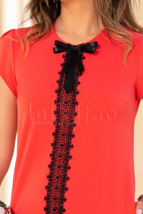 Rochie eleganta corai cu broderie neagra
