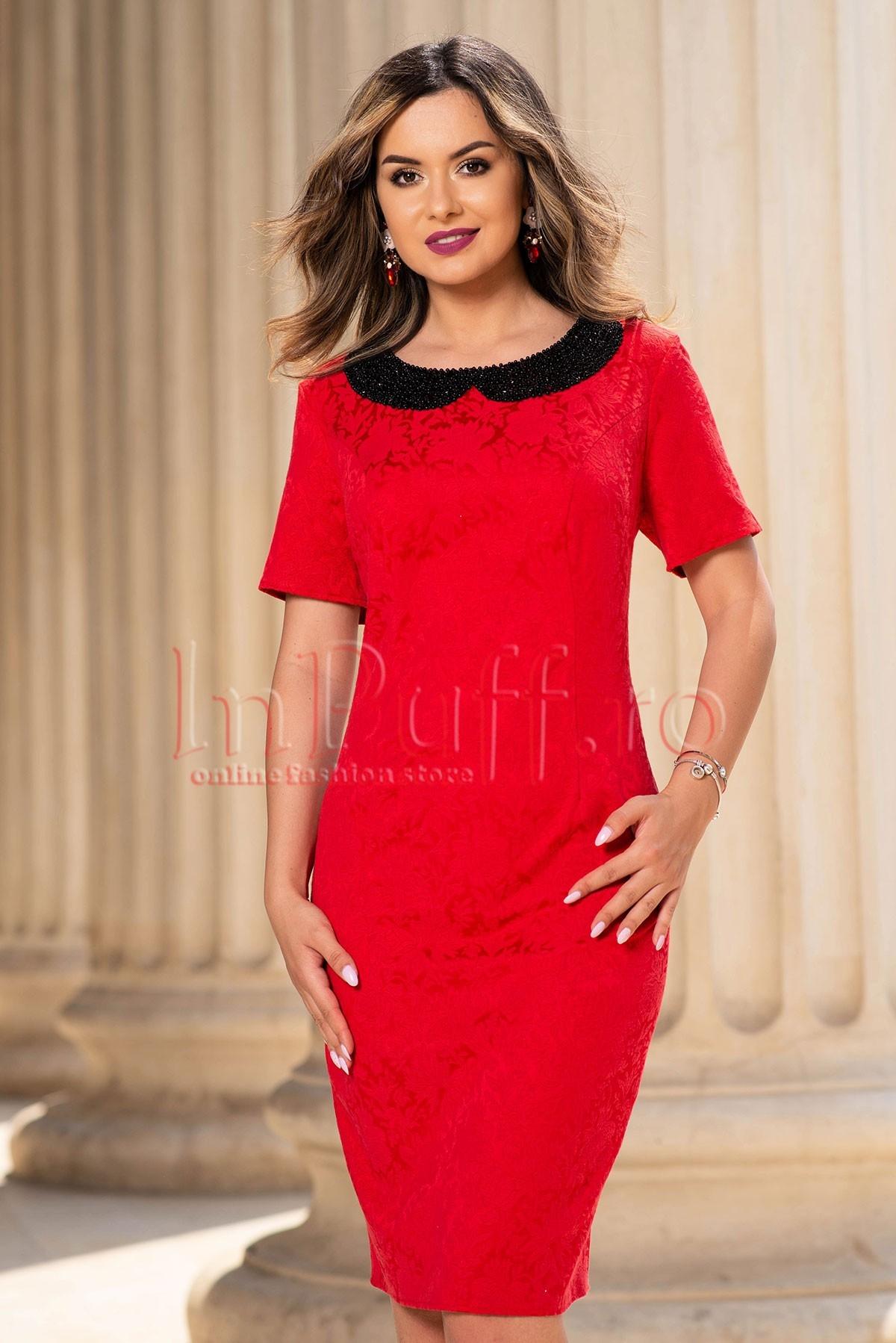 Rochie eleganta rosie din brocard cu guler aplicat din margelute