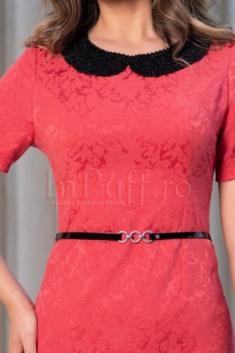 Rochie eleganta coral din brocard cu guler aplicat din margelute si curea
