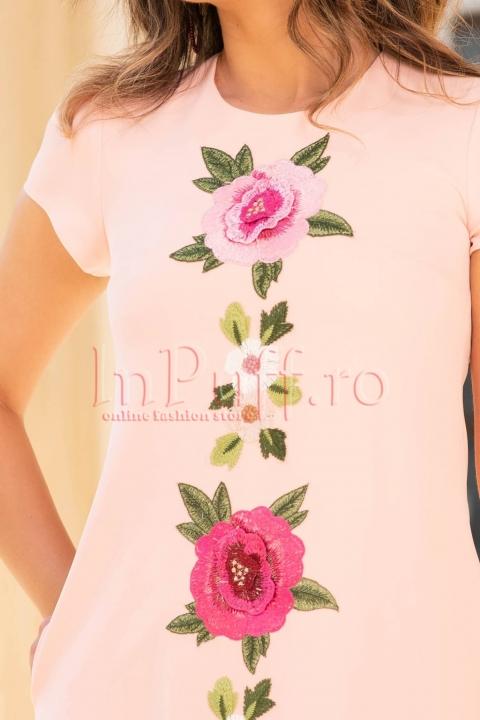 Rochie eleganta roz cu flori brodate aplicate
