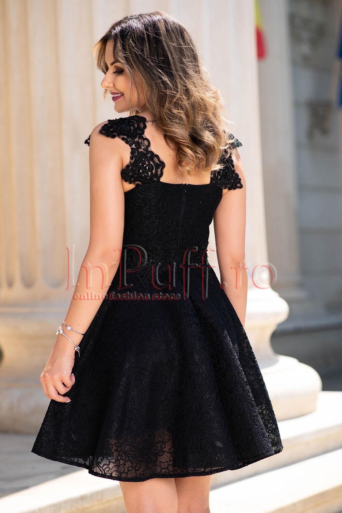 Rochie de seara cu broderie neagra accesorizata cu pietricele