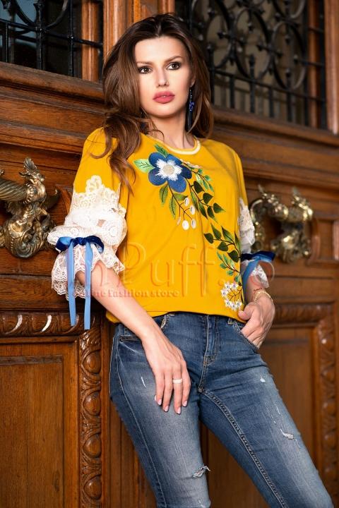 Bluza eleganta galbena cu maneci brodate si model floral