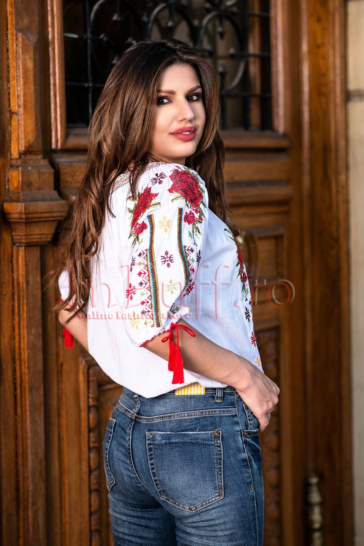 Bluza dama tip ie alba cu motive traditionale si flori brodate