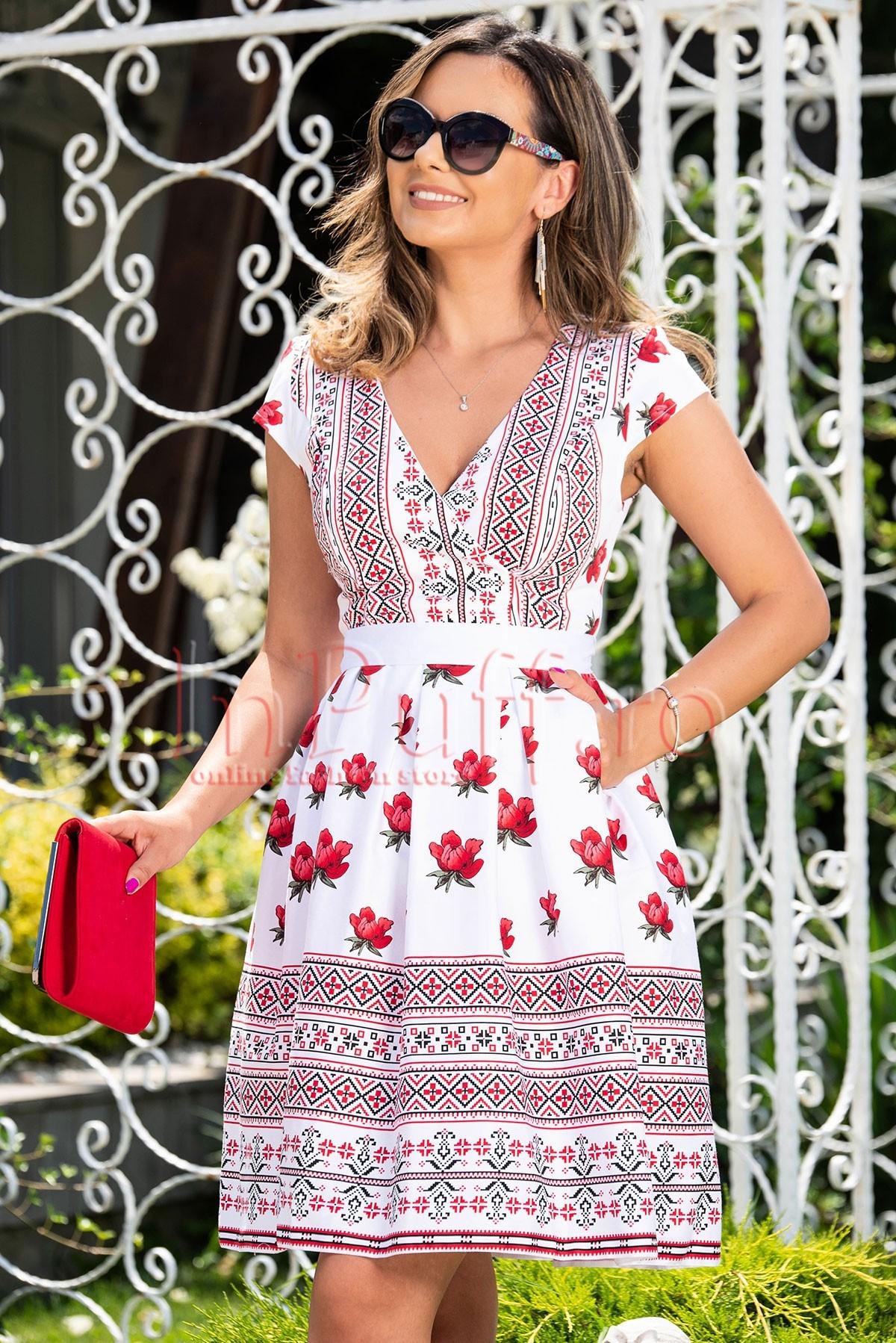 Rochie de zi cu imprimeu traditional si flori