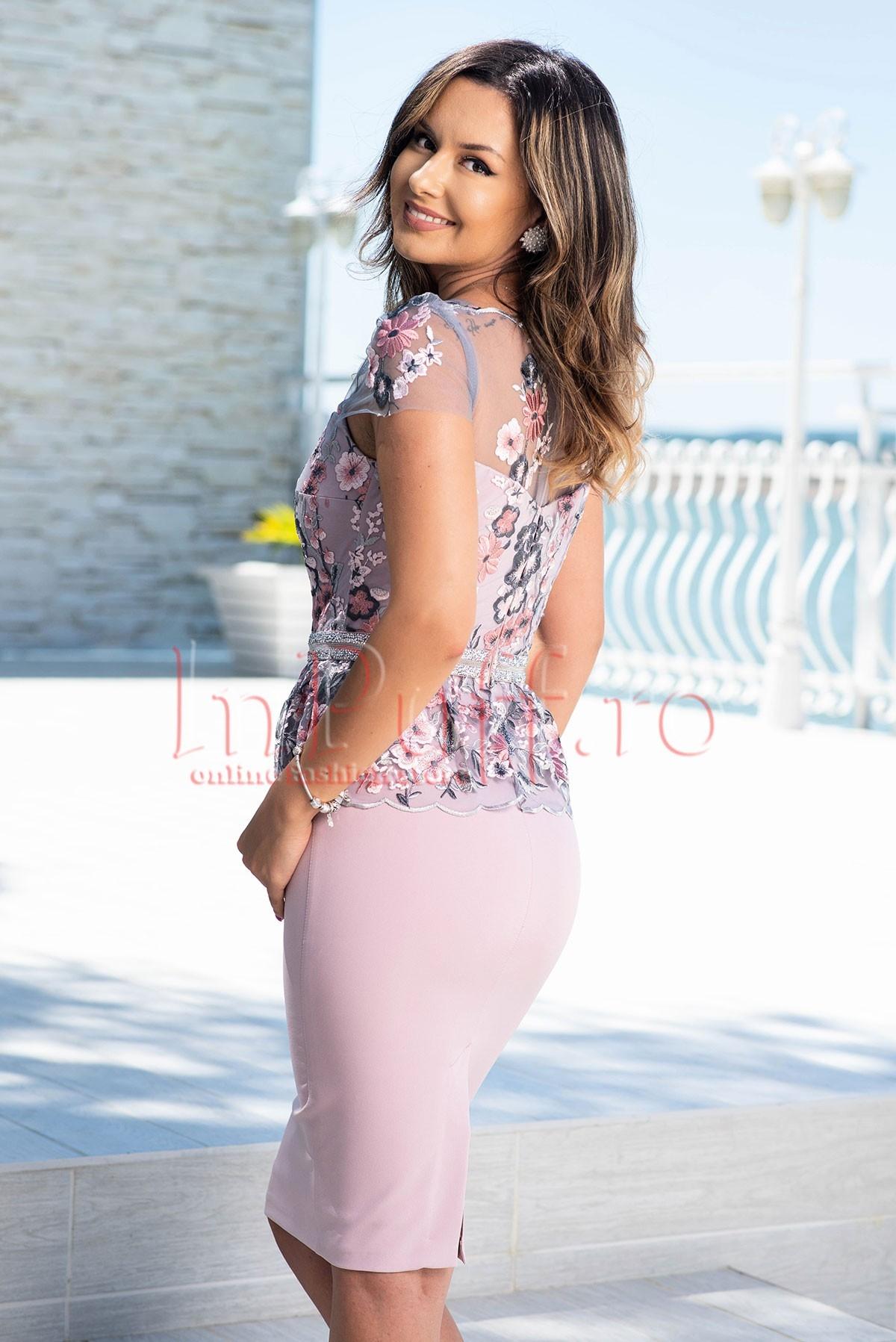 Rochie de ocazie roz din bistrech si tul cu broderie florala