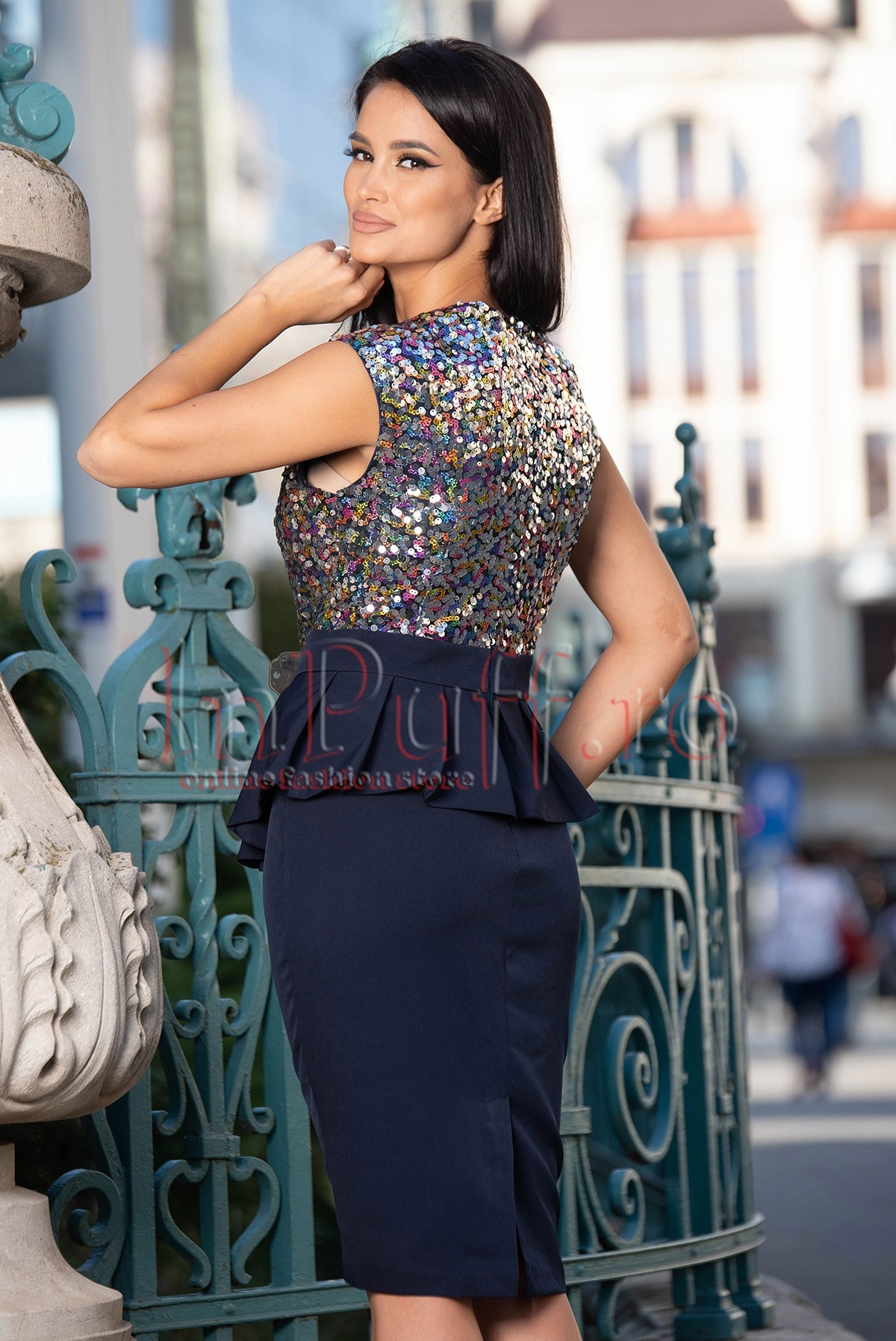 Rochie de ocazie cu paiete multicolore si volan