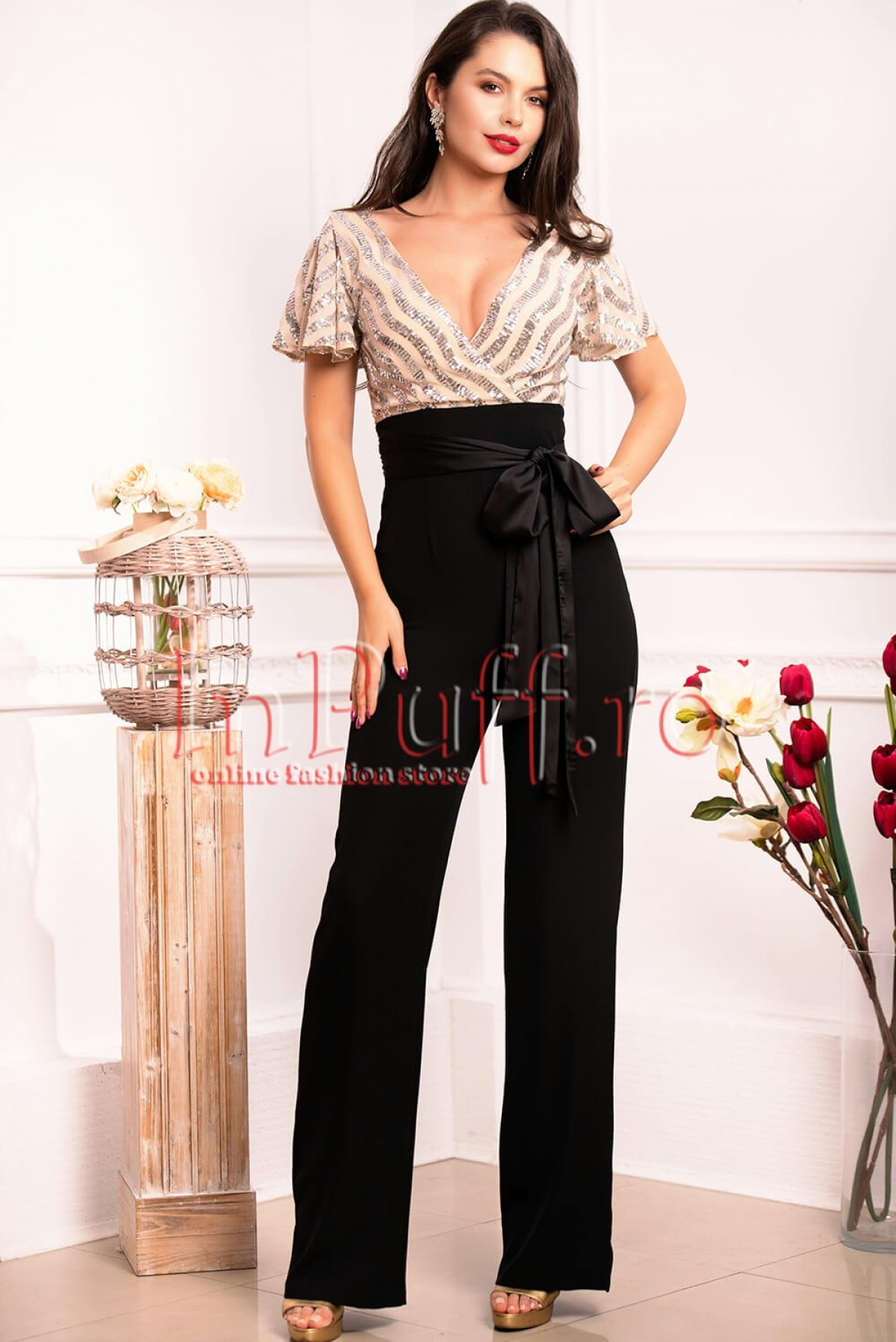 Salopeta moderna cu paiete argintii si pantalon negru