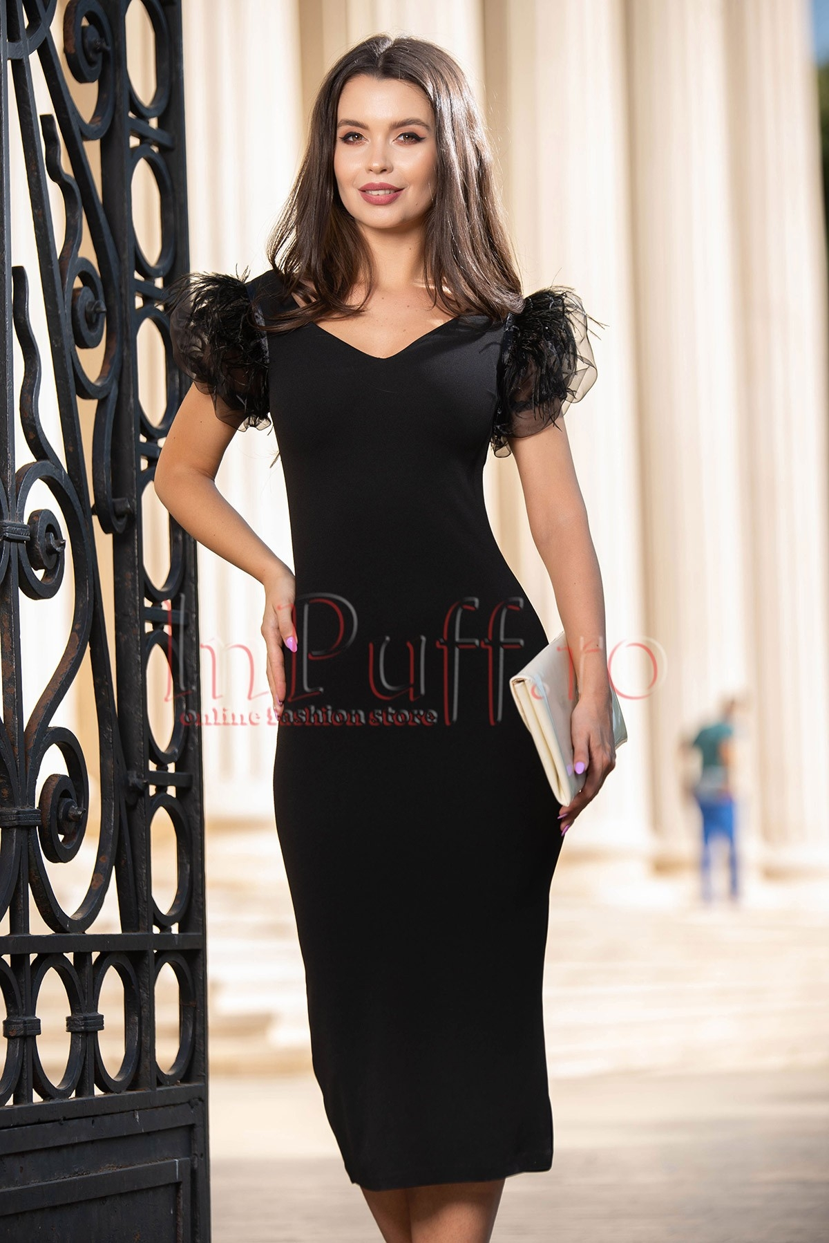 Rochie neagra eleganta cu maneci din tul deosebite